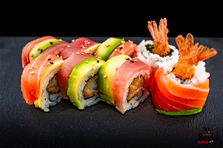 Foto Rainbow dragon roll 8st